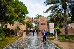 阿布扎比,阿拉伯联合酋长国- 2018年4月27日:阿布扎比遗产村庄scen 免版税图库摄影