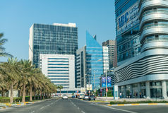 阿布扎比,阿拉伯联合酋长国- 2016年12月7日:在街市阿布格莱布Dha的大厦 库存照片