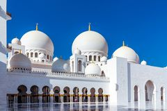 阿布扎比,阿拉伯联合酋长国- 2018年12月13日:著名扎耶德回教族长盛大清真寺在阿布扎比,阿拉伯联合酋长国 免版税库存照片