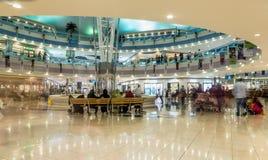 阿布扎比- 2016年11月4日:豪华内部购物中心小游艇船坞购物中心在阿布扎比,阿拉伯联合酋长国 小游艇船坞购物中心阿布扎比` s优质嘘 免版税库存图片
