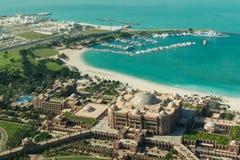 阿布扎比/UAE- 2017年11月14日:酋长管辖区宫殿阿布扎比鸟瞰图  库存照片