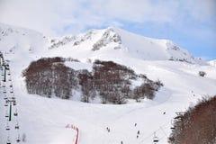 阿布鲁佐的高山用雪0018填装了 库存照片