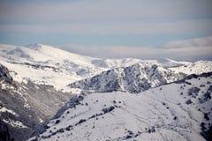阿布鲁佐的高山用雪0010填装了 免版税库存照片