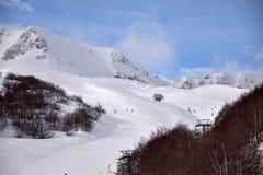 阿布鲁佐的高山用雪0012填装了 免版税库存照片