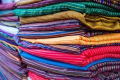 阿拉伯义卖市场 全国织品的样品 库存照片