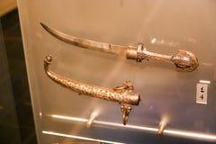 阿拉伯人用匕首刺古老古董-沙扎博物馆 免版税库存图片