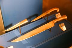 阿拉伯人用匕首刺古老古董-沙扎博物馆 免版税库存照片