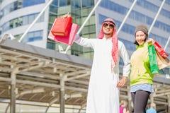 阿拉伯人购物 库存照片