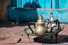 阿拉伯传统茶罐 免版税库存照片
