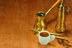 阿拉伯和希腊咖啡的传统集 免版税库存照片