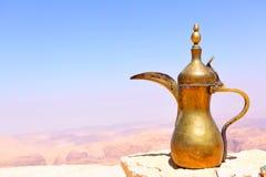 阿拉伯咖啡罐 免版税图库摄影
