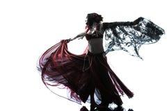 阿拉伯妇女肚皮舞表演者跳舞剪影 免版税图库摄影