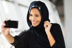 阿拉伯妇女自画象 免版税库存照片