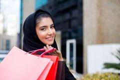 阿拉伯妇女购物 库存照片
