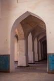 阿拉伯曲拱在Kolon清真寺 电灯泡 乌兹别克斯坦,中央Asi 免版税库存照片