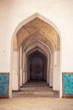 阿拉伯曲拱在Kolon清真寺 电灯泡 乌兹别克斯坦,中央Asi 库存图片