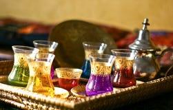 阿拉伯杯子牌照设置了茶 库存图片