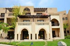 阿拉伯样式别墅在豪华旅馆里 库存照片
