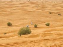 阿拉伯沙漠徒步旅行队 免版税图库摄影