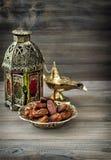 阿拉伯灯笼,金黄灯,果子 ramadan的kareem 库存照片