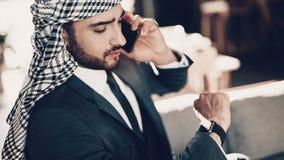 阿拉伯看的手表接近的照片  免版税图库摄影