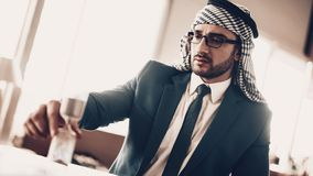 阿拉伯看的滴漏接近的照片  免版税库存照片
