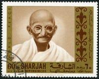 阿拉伯联合酋长国- 1970年:显示圣雄甘地1869-1948,自由系列受难者画象  免版税库存照片