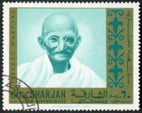 阿拉伯联合酋长国- 1970年:显示圣雄甘地1869-1948,自由系列受难者画象  免版税库存图片