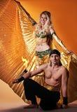 阿拉伯舞蹈演员英俊的人 免版税库存图片