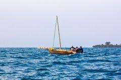 阿拉伯航行单桅三角帆船 免版税库存照片