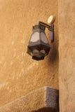 阿拉伯金属街灯 免版税库存照片