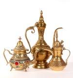 阿拉伯铜水罐装饰传统 免版税库存图片