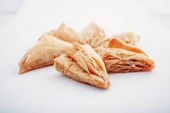 阿拉伯Eid约会被隔绝的甜点 东方甜点用蜂蜜和坚果 库存照片