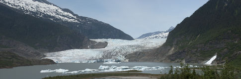 阿拉斯加冰川在全景附近的朱诺mendenhall 免版税库存图片