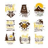 阿拉斯加国家公园电视节目预告五颜六色的传染媒介设计模板标志系列与原野元素剪影的 免版税库存图片