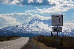 阿拉斯加在葛伦高速公路的路标 库存图片
