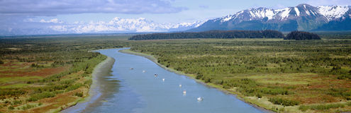 阿拉斯加小船钓鱼国家公园三文鱼st wrangell的伊莱亚斯 图库摄影
