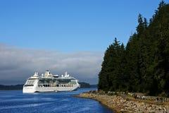 阿拉斯加巡航冰冷的点船海峡 免版税图库摄影