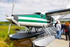 阿拉斯加浮动飞机- De Havilland Otter 免版税库存照片