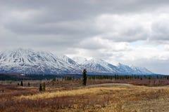 阿拉斯加熔化范围雪 免版税库存图片