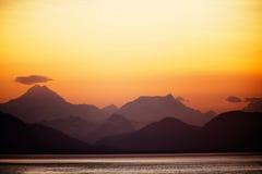 阿拉斯加的山日落 库存图片