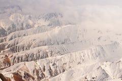 阿拉斯加的山脉的鸟瞰图 免版税库存图片
