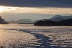 阿拉斯加的巡航苏醒 免版税库存照片