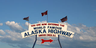 阿拉斯加高速公路标志 免版税库存图片