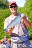阿拉斯加-与红鲑鱼的捕鱼指南 库存图片