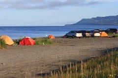 阿拉斯加-荷马唾液海滩汽车帐篷野营 免版税图库摄影