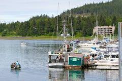 阿拉斯加- Auke海湾港口海洋燃料岗位 图库摄影