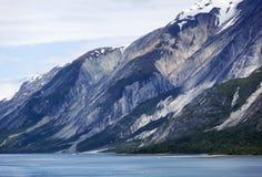 阿拉斯加` s冰河海湾海岸线 免版税库存照片