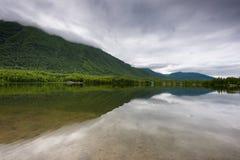 阿拉斯加` s Mirror湖 免版税图库摄影