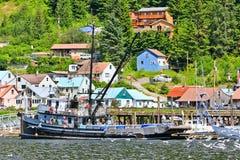 阿拉斯加Hoonah商业捕鱼业小船 免版税图库摄影